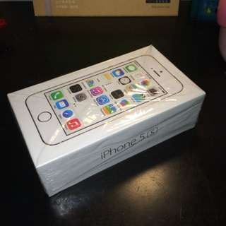 iPhone 5s 金色32GB 使用一年半,全機包膜,幾乎無損,附上耳機傳輸線,全新充頭,包裝完整