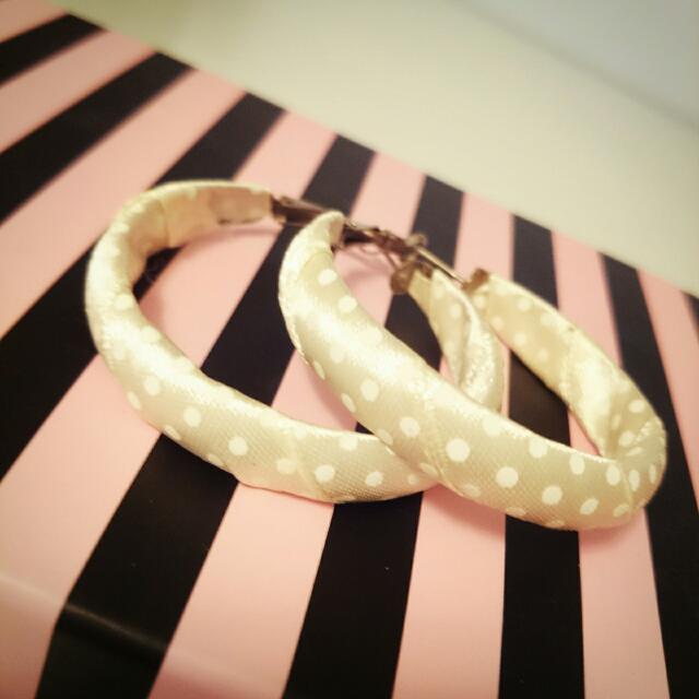 💰免費💰   米色緞帶搭配小白點復古造型大耳環