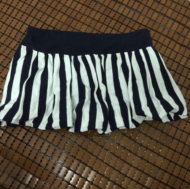 很可愛的澎澎小短裙 只穿過一次 購於西門新宿Gold Fish