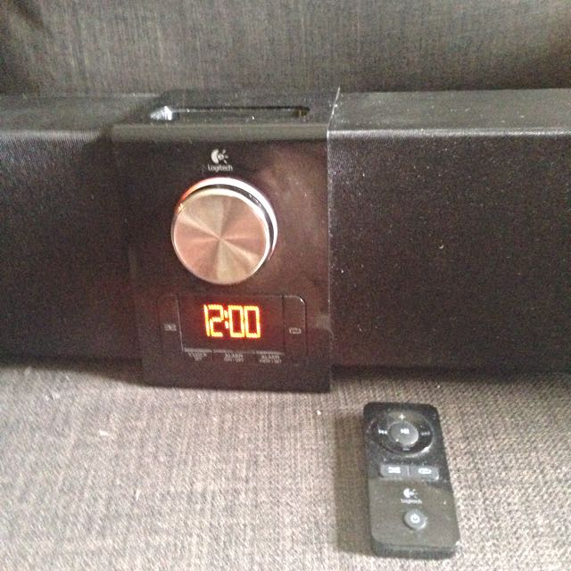 iPod/iPhone Dock To Suit iPhone 4 Or Earlier