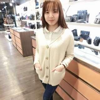 領口繡花米白襯衫