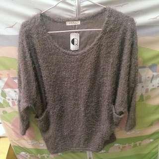 降價嘍~長袖 飛鼠袖 毛毛衣 買就送絲襪灰色