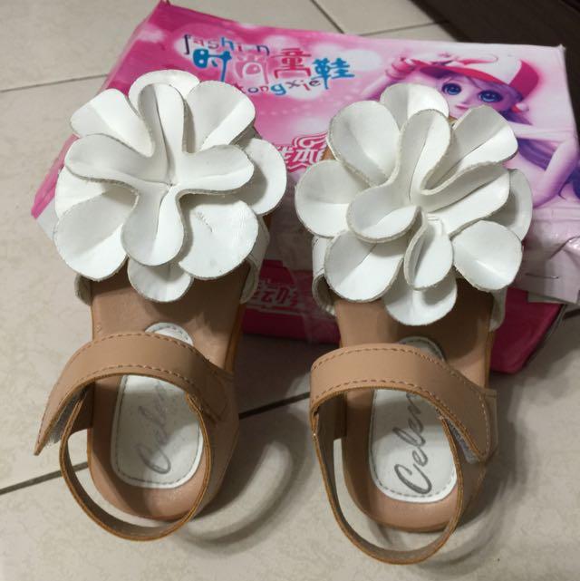 女寶立體雕花涼鞋