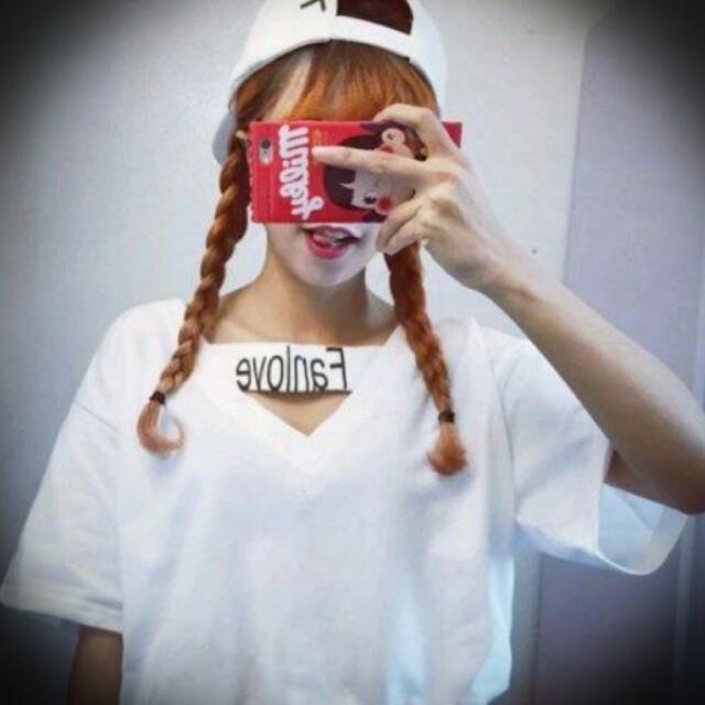 日系純色V領FANLOVE印花T恤
