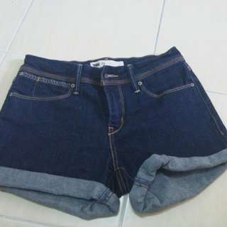 Like New Levis Size 24