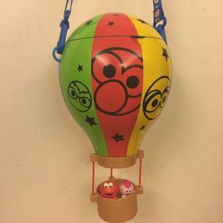ELMO熱氣球爆米花罐,購於大阪環球影城。喜歡ELMO絕對不能錯過,可愛指數爆錶!!附調整型背帶。僅購買當天裝爆米花,未再使用過,保存良好。野餐的好道具!(已出價保留中)