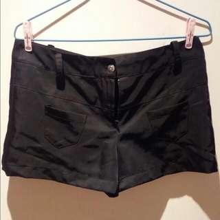緞面黑色短褲