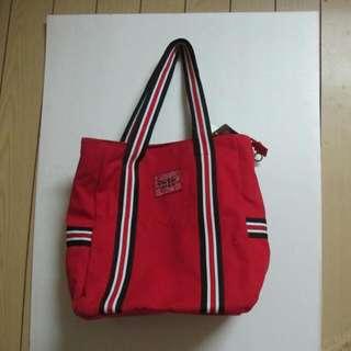 鮮紅色肩背包