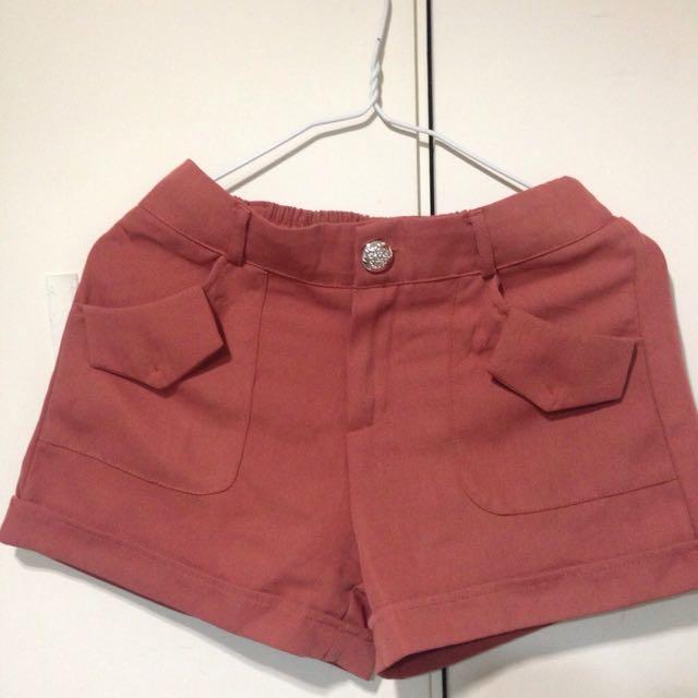 棗紅西裝短褲