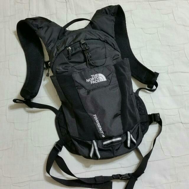 buty sportowe Darmowa dostawa Zjednoczone Królestwo The North Face Torrent 4 Hydration Pack, Sports on Carousell