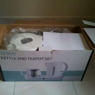 Brand New Kettle & Teapot Set