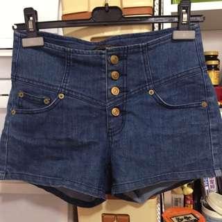 高腰排釦 牛仔短褲