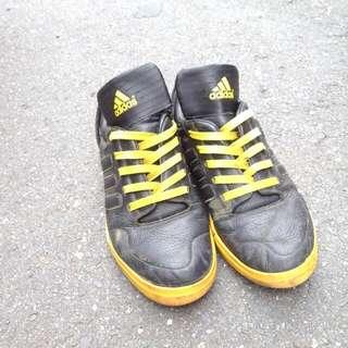 adidas 球鞋  正