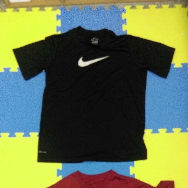美國購入運動衣,紅黑兩款。