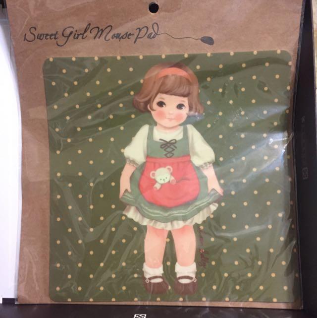 綠衣女孩滑鼠墊