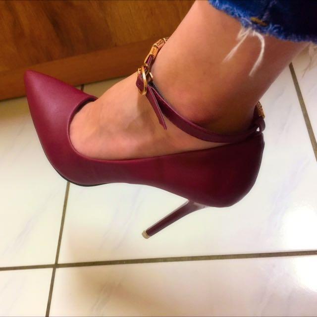 酒紅色 尖頭高跟鞋