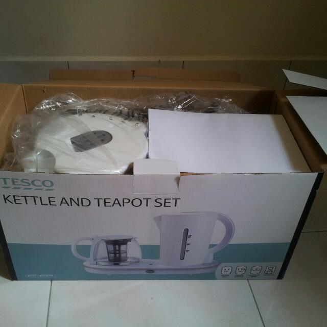 Brand New Kettle & Teapot Set