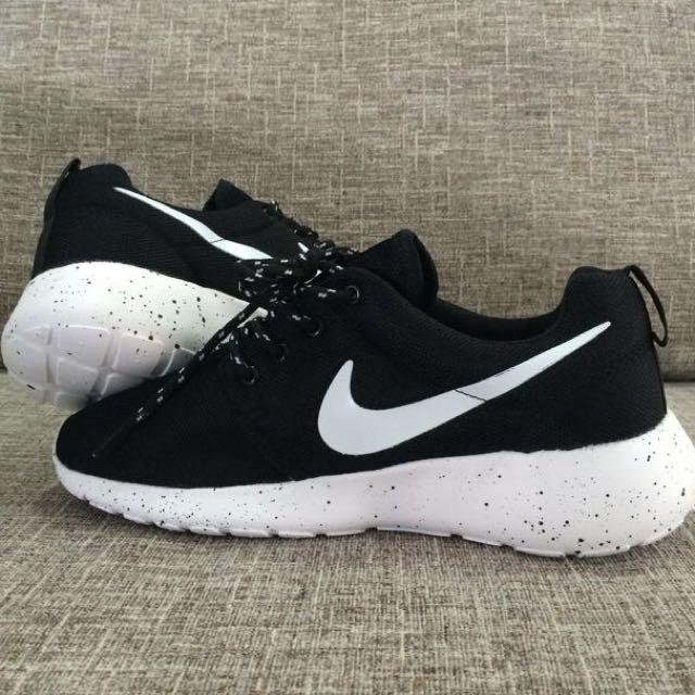 5beefc0327fc IS  BN Nike Roshe Run Galaxy