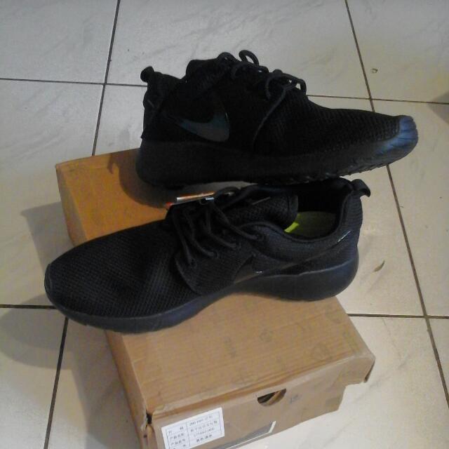 全新現貨nike rosherun小跑鞋,全黑黑勾/41码約25公分