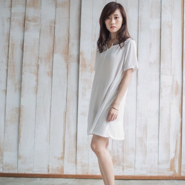 全新STARMIMI簍空繡花領前後反穿洋裝