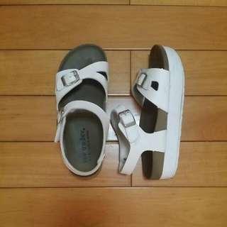 厚底白涼鞋