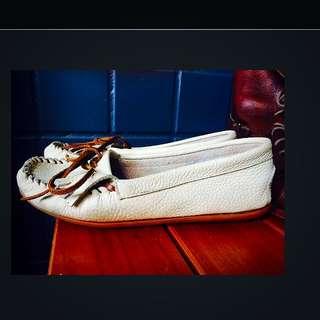 小牛皮米白色莫卡辛便鞋38