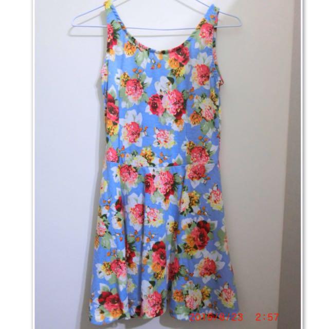 藍色碎花襯裙