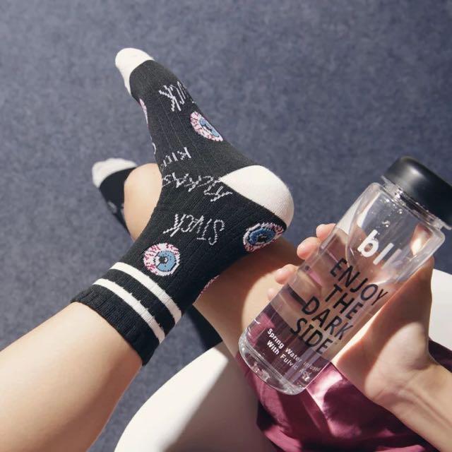 美國街頭眼球字母圖案滑板襪😎😎 中筒襪 襪子 卡通 動物 可愛 條紋襪 復古 球鞋 搭配 阿華有事嗎