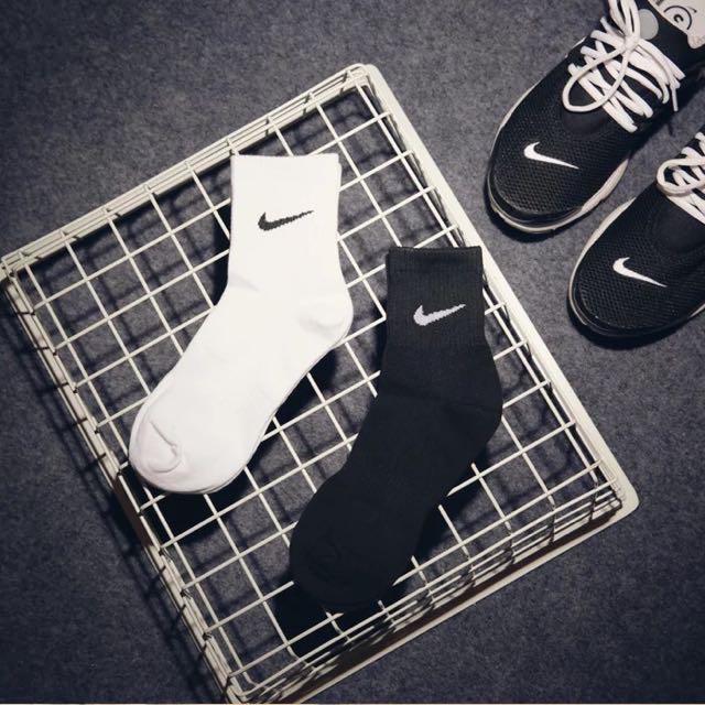 特價💕勾勾牌素色運動中筒襪👟👟 Nike襪子 條紋襪 可愛 卡通 復古 球鞋 拖鞋 穿搭 阿華有事嗎