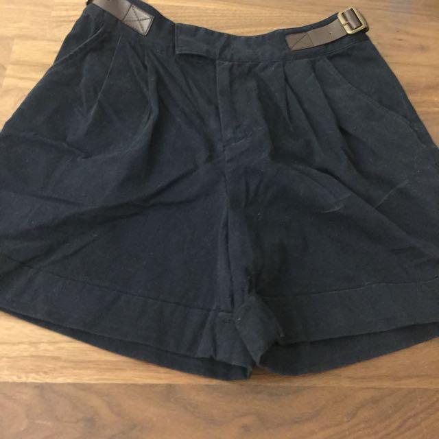 Earth 黑色短褲