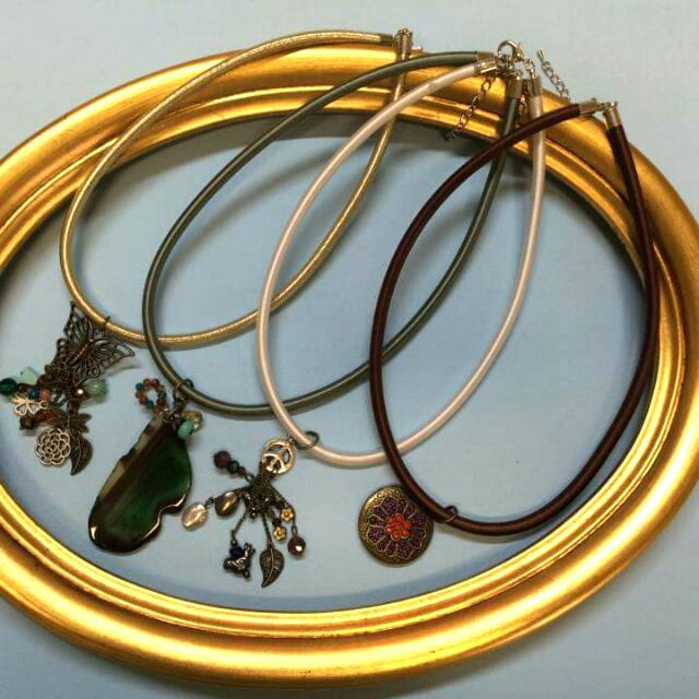 Jewelry Set With 4 necklaces.
