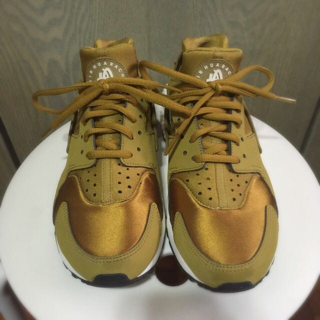 competitive price b4d74 fc580 NIKE WMNS Air Huarache Bronzine, Sports on Carousell