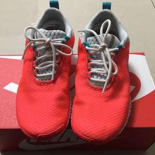 Nike 超輕慢跑鞋。九成新