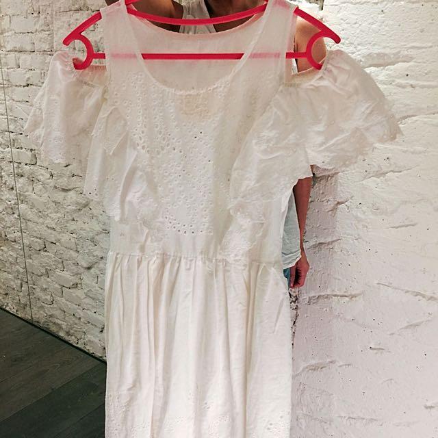 洞洞白洋裝