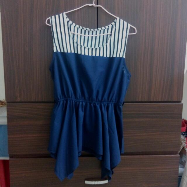 條紋深藍無袖上衣