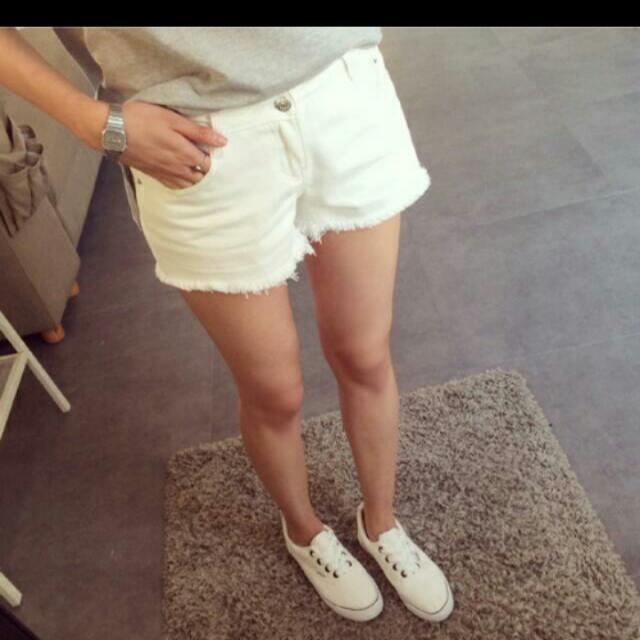 『夏出清賠售』白色鬚鬚邊牛仔短褲(L號)
