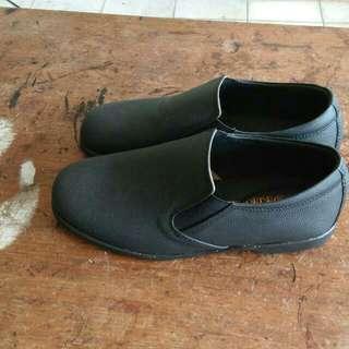 全新真皮皮鞋,尺寸78號~86號