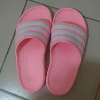 愛迪達拖鞋24.5號  400$