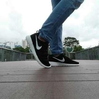 Nike Black Roshe Run Size 45.