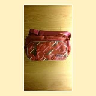 正版ELLE紅色測背包