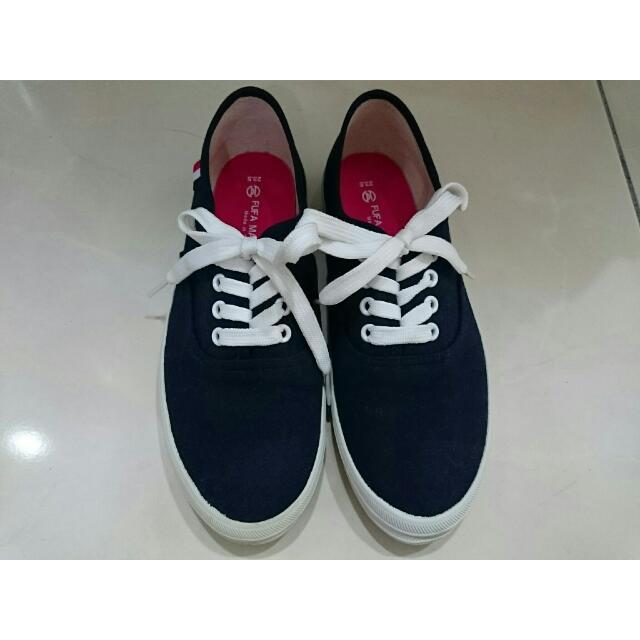 深藍色休閒鞋(23.5)(購於富發牌)
