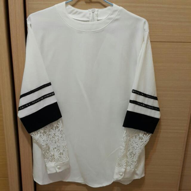 韓版蕾絲花袖上衣