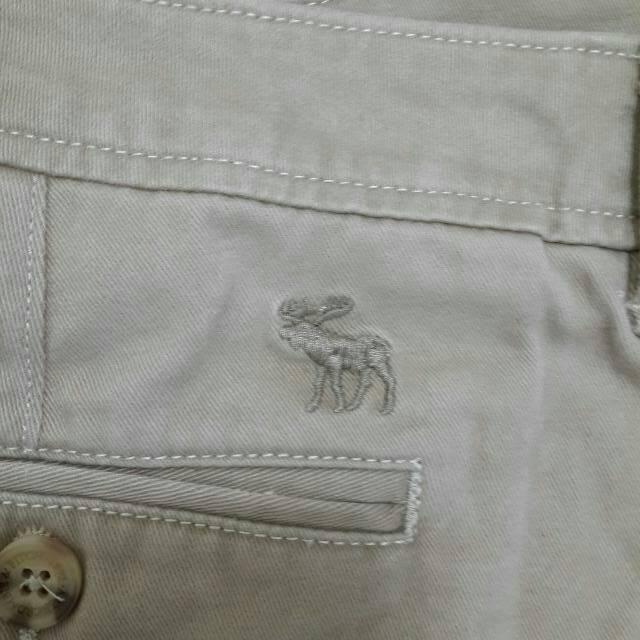 求出清Abercrombie & Fitch 經典卡其色短褲原價:1765