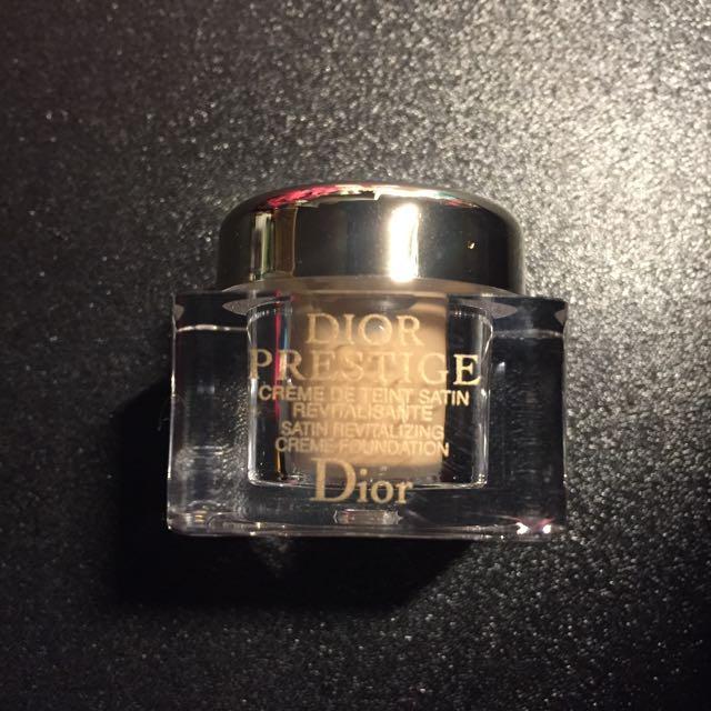 Dior 精萃再生花蜜粉底霜