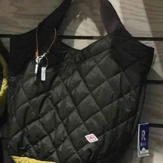🚚 日本帶回,超輕的手提包 不含配件,正反面顏色不同,深咖啡&鐵灰,底是芥末黃(照片有色差)