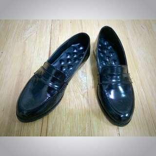 黑色皮鞋包鞋休閒鞋