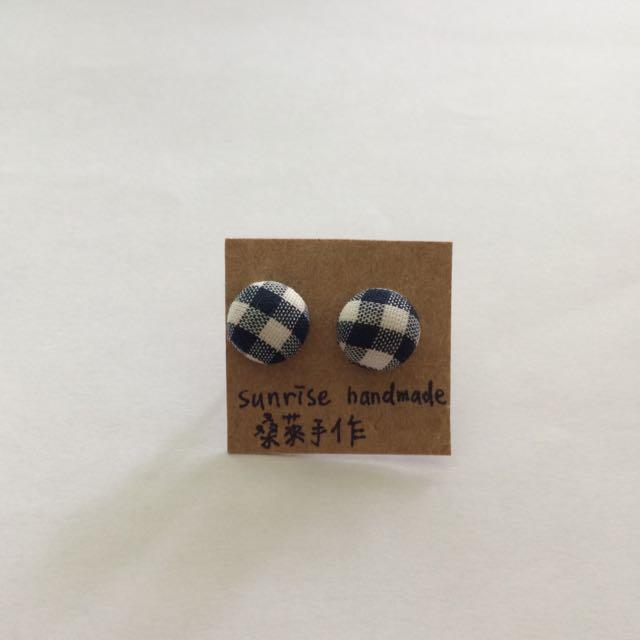(保留中)全新藍白格紋包扣耳環