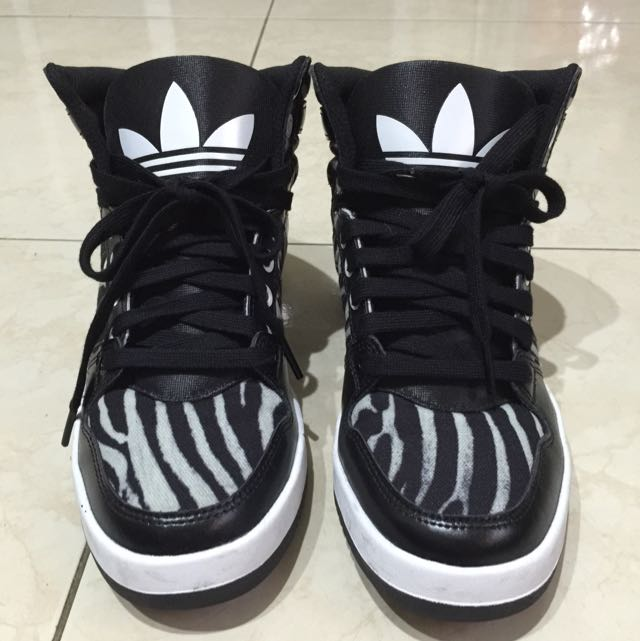 adidas 動物紋高筒鞋