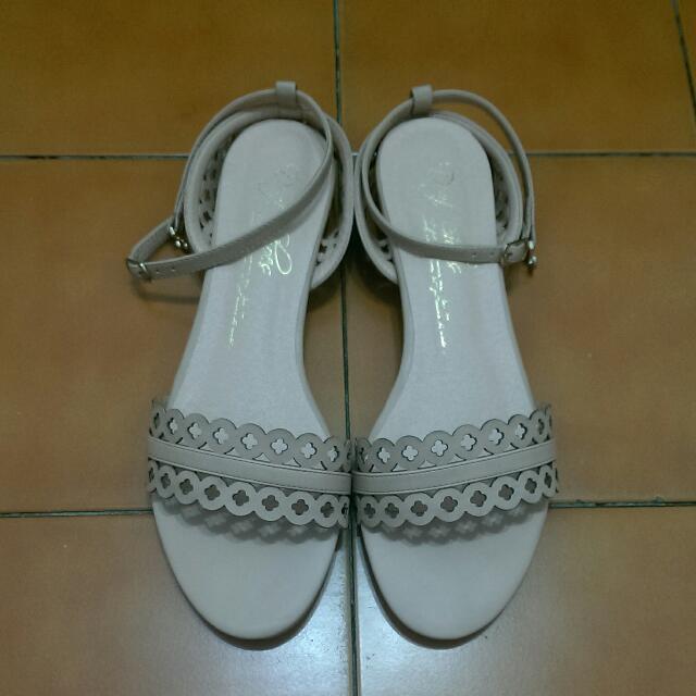 Daf蕾絲雕花涼鞋 42號