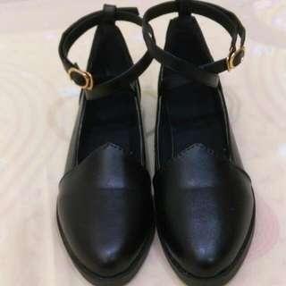 繞踝黑色鞋